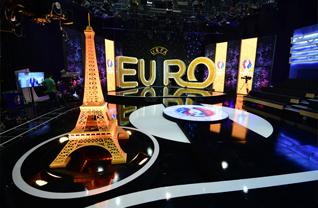 Sân khấu trường quay: Bình luận Euro